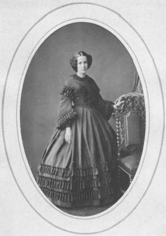 Adrienne de VILLERS